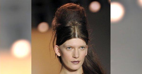 Fryzura w stylu Amy Winehouse na pokazie Peter Som