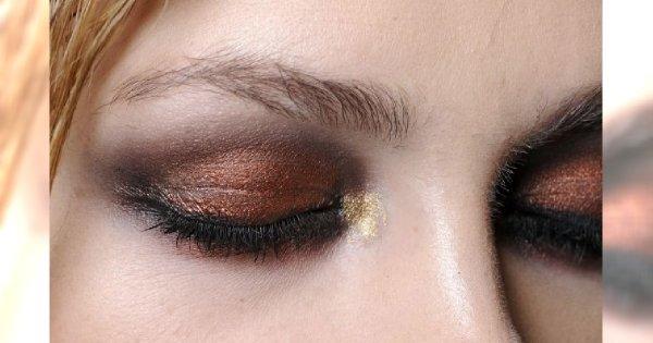 Jak wykonać smoky eye w trzech kolorach?