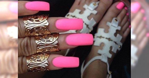 Trendy manicure - kwadratowe paznokcie
