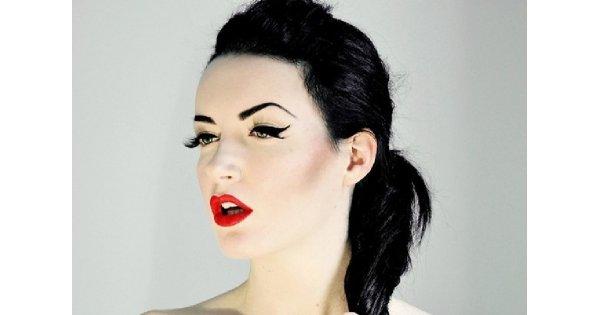 """Makijaże dla """"bladych twarzy"""""""