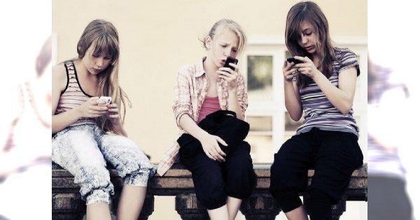 Młodzież uzależnia się od telefonów - fonoholizm kontrolowany