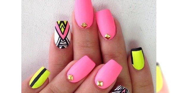 Neonowy manicure - w sam raz na mroźny luty!