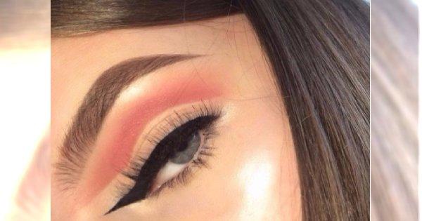Nowy trend z Instagrama: makijaż z odwróconą jaskółką. Dobry pomysł?