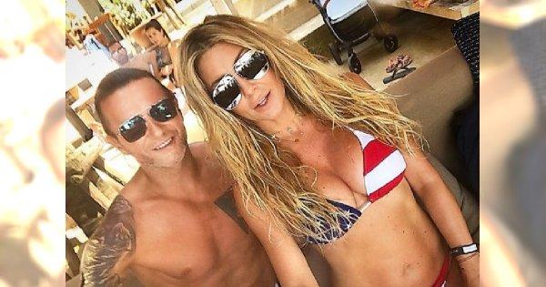 Małgorzata Rozenek w bikini wyleguje się na materacu z mężem. Fanka: Zostawi pani coś dla siebie? Odpowiedziała