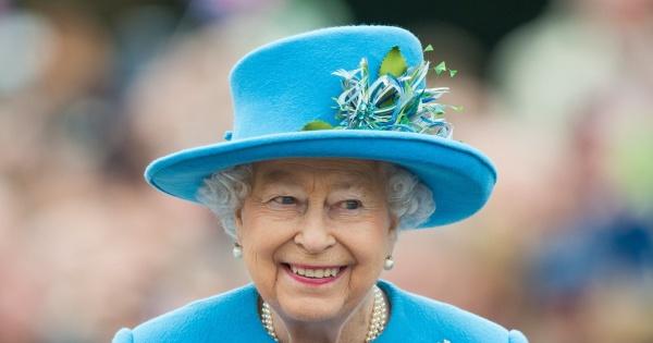 Tak wygląda pierścionek zaręczynowy królowej Elżbiety II. Lepszy niż Meghan Markle?