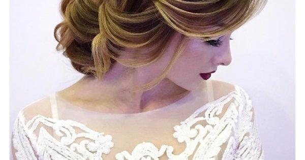 Dziwny trend we fryzurach ślubnych. Rosyjskie panny młode uwielbiają tak ułożone włosy. A co wy o tym myślicie?