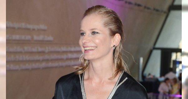 Magdalena Cielecka w retro stylizacji, ale co ona ma na głowie? Oszpeciła się?