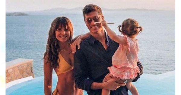 Anna Lewandowska w bikini z córką na rękach. Wszyscy patrzą na jej krągłe POŚLADKI!