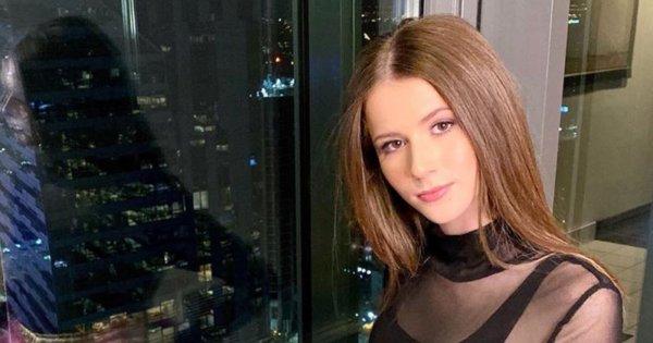 """Roksana Węgiel okrutnie zhejtowana za strój na gali otwarcia Konkursu Piosenki Eurowizji dla Dzieci. Fani: ,,Jak Ci d*pa wyleci, to będziesz zadowolona? Krótszą załóż"""""""