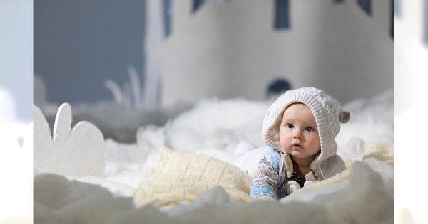 Jak ubrać niemowlę na zimowy spacer?