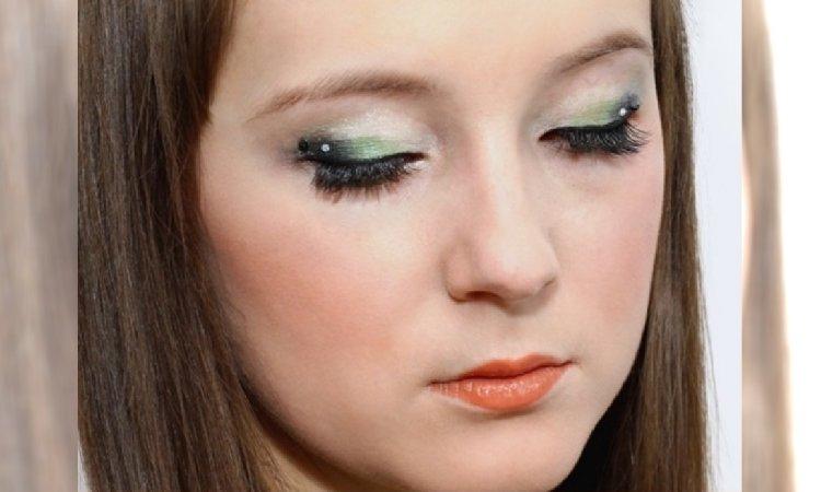 Makijaż na sylwestra dla cery z problemami