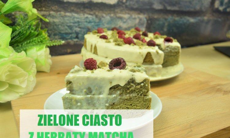 Zielone ciasto matcha z kremem z białej czekolady