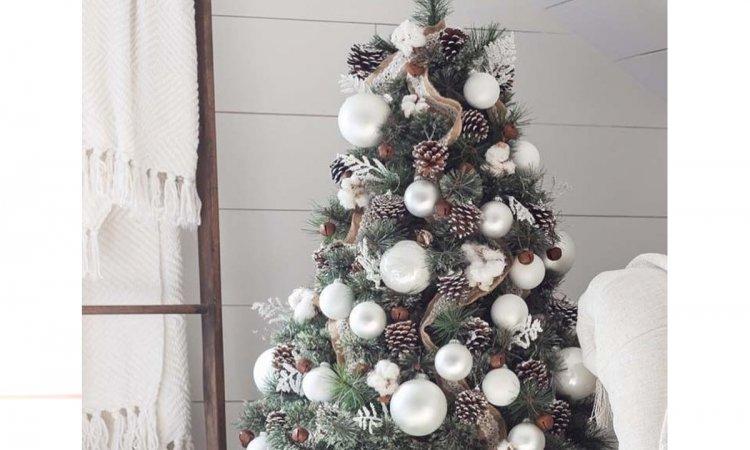 Choinka 2018: jak modnie ubrać drzewko na Boże Narodzenie? Pomysły na stylową dekorację