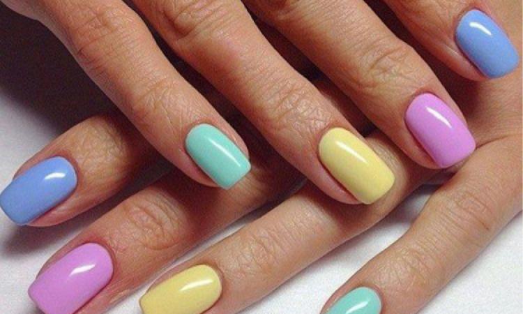 Najmodniejszy manicure na wiosnę 2019: Rainbow nails, czyli tęczowe paznokcie są hitem Instagrama!