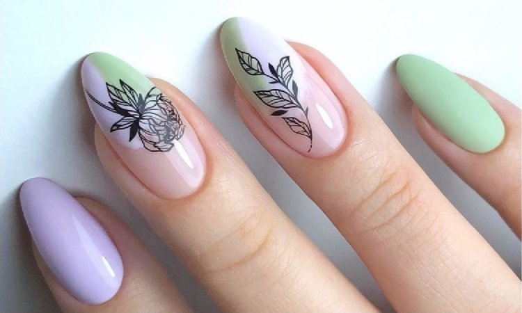 Hit w letnim manicure 2019: nude z kwiatami i nowy french. Te wzory podbijają Instagram!