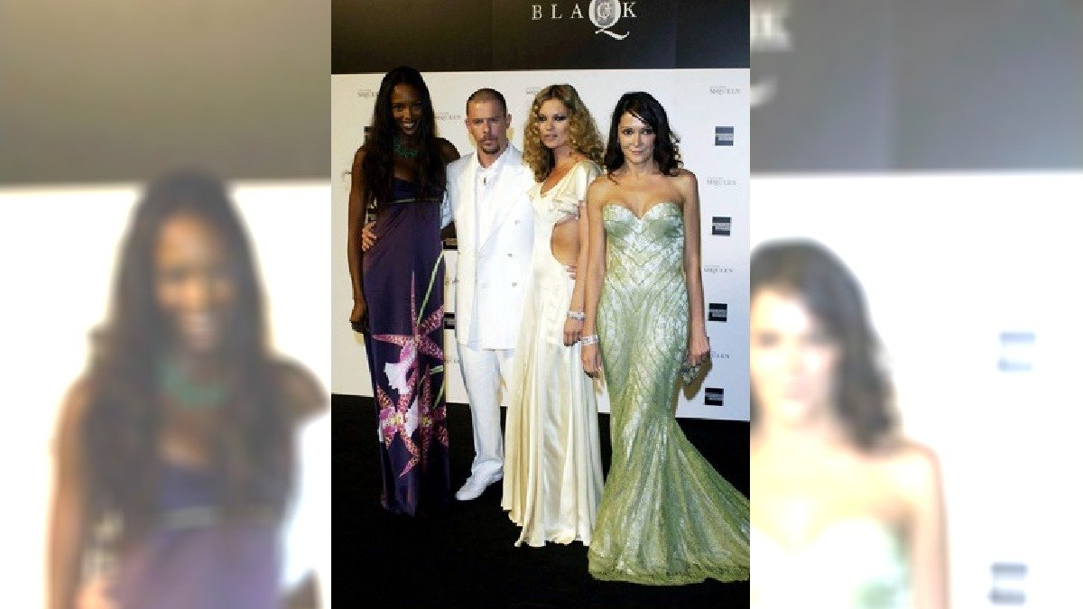 Od lewej Naomi Campbell, Alexander McQueen, Kate Moss i Anabel Nielson