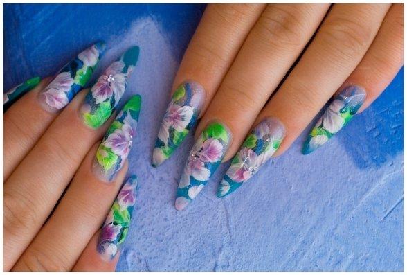kwiatki manicure