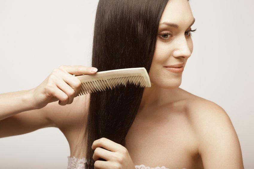 woman-comb-hair
