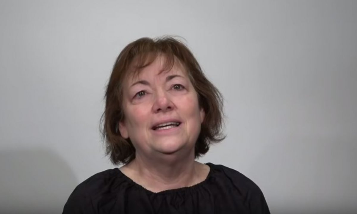 Po 44 latach małżeństwa, mąż ją zostawił. Makijażysta zmienił jej życie i zamienił w bóstwo