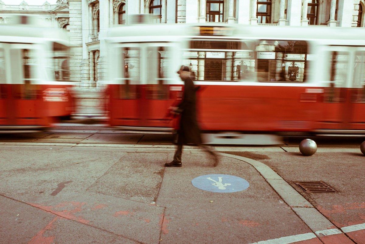 Koronawirus: Przypadki zatrzymań ruchu tramwajowego z powodu przepełnienia