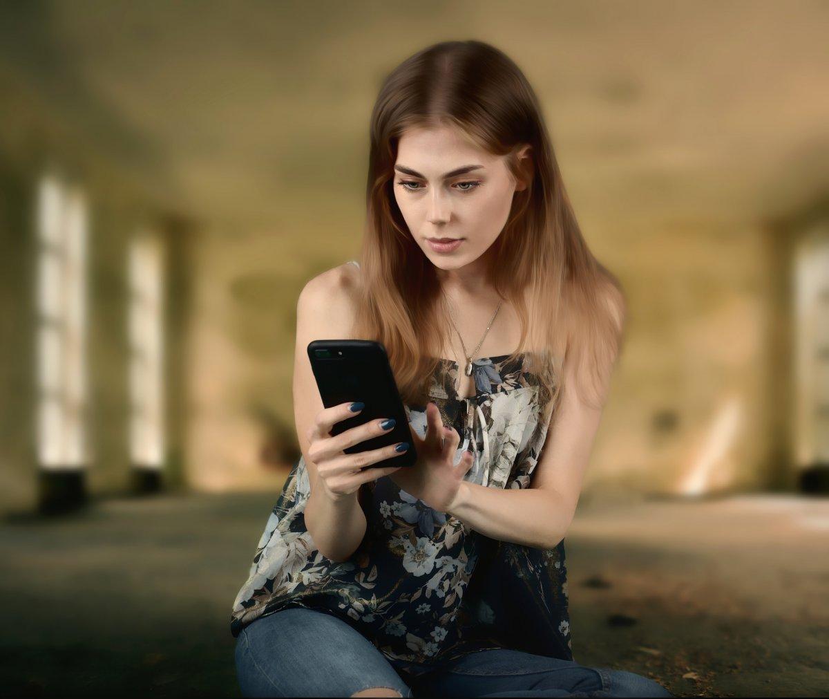 """KORONAWIRUS: Osoby w kwarantannie będą namierzane specjalną aplikacją na telefon. Zobacz, jak działa """"Kwarantanna Domowa"""""""