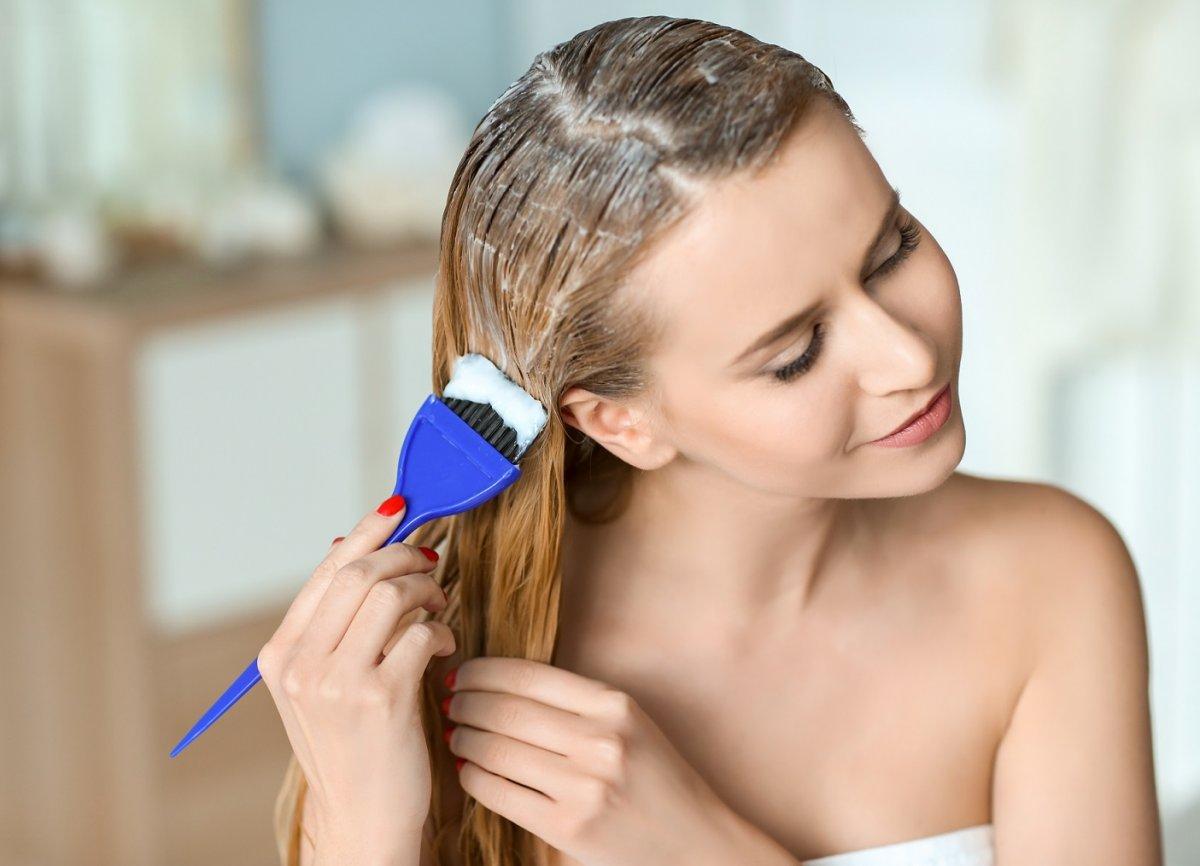 Domowe farbowanie włosów i odrostów, czyli jak sobie poradzić bez fryzjera