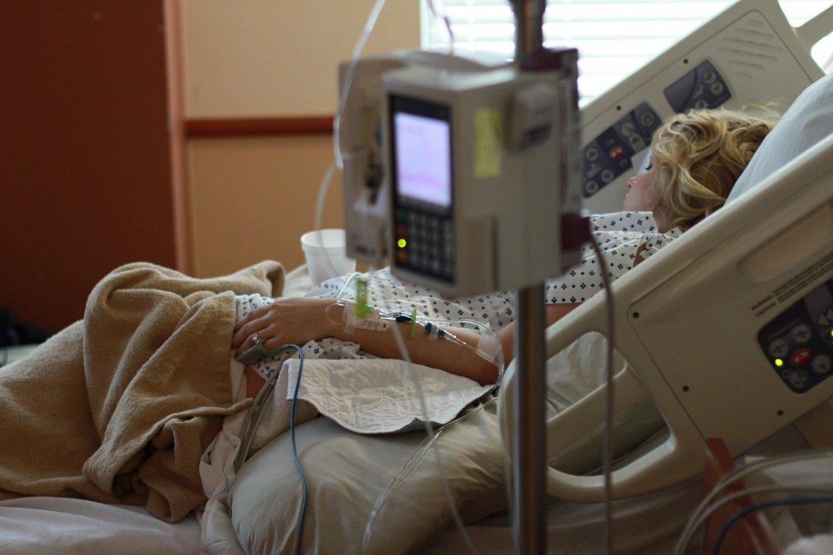MZ: 2,7 tys. osób hospitalizowanych z powodu koronawirusa, prawie 2,3 tys. wyzdrowiało