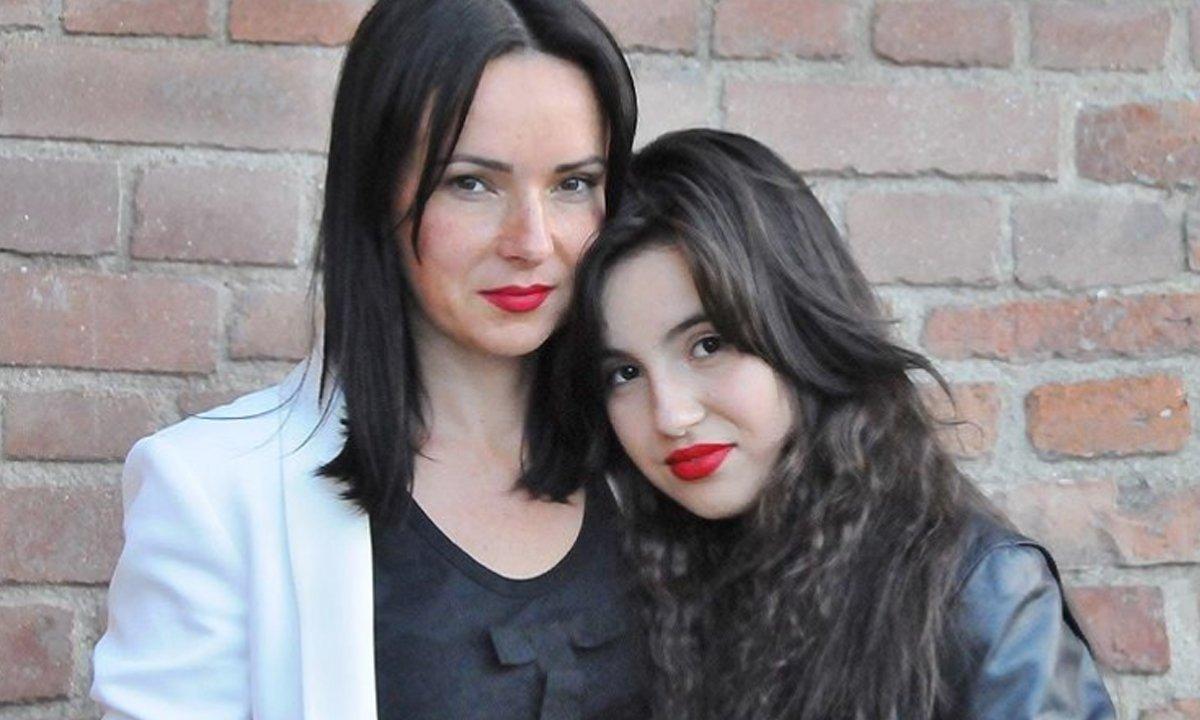 """Kasia Kowalska wypowiedziała się o stanie zdrowia córki. Artystka podziękowała też fanom: """"Dziękuję za wsparcie"""""""