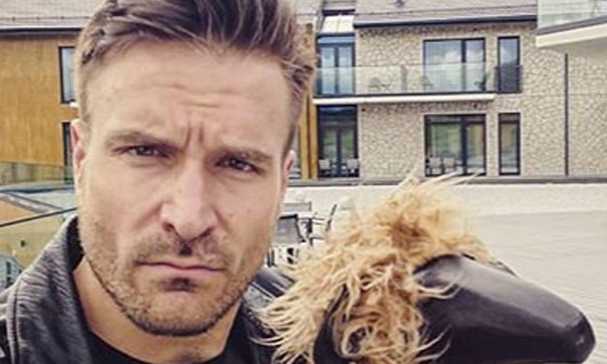 Piotr Stramowski zmienił fryzurę. Aktor jest nie do poznania!
