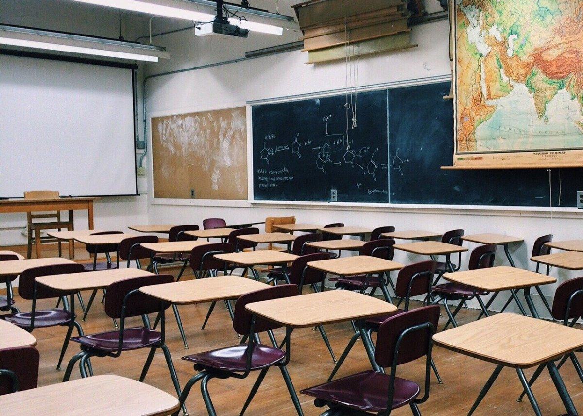 Szkoły, obozy i kolonie - decyzja o odmrożeniu za 2-3 tygodnie