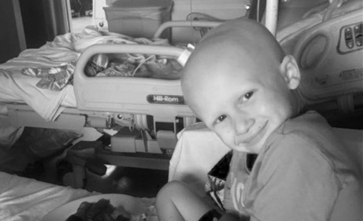 4-latek umierał w męczarniach na raka. Tuż przed śmiercią wyszeptał coś ukochanej mamie