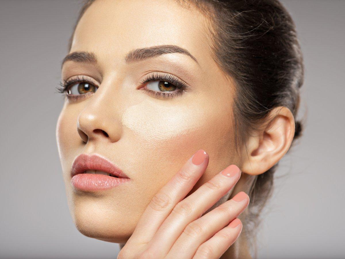 Baza pod makijaż - wszystko, co musisz o niej wiedzieć
