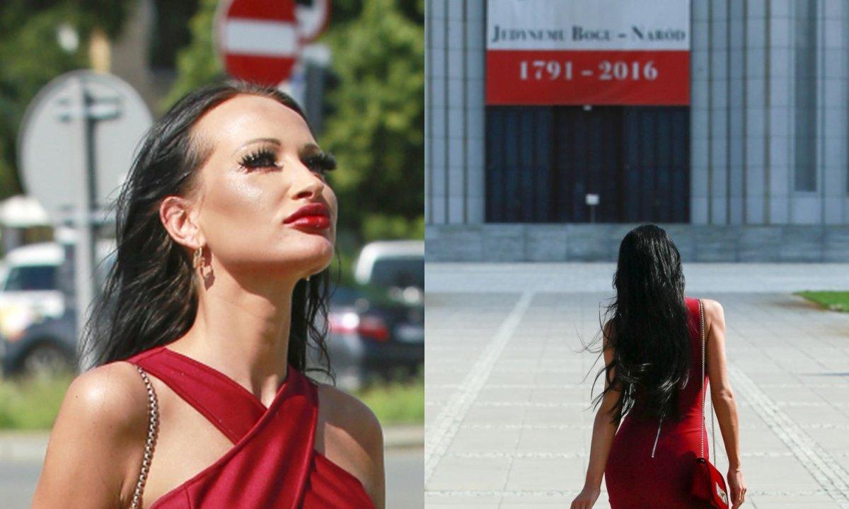 Małgorzata Godlewska z piersiami na wierzchu przed Świątynią Opatrzności Bożej! Prowokuje!