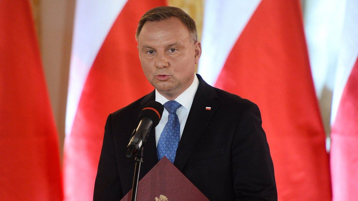 Zatrzymano 39-latka, który znieważył Andrzeja Dudę w sieci. Grozi mu do 3 lat więzienia