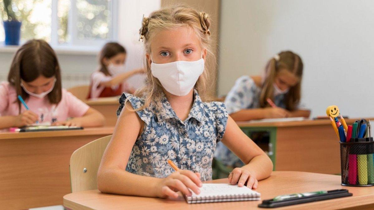 Koronawirus w kolejnych szkołach. Ministerstwo Edukacji planuje zamknąć wszystkie placówki?