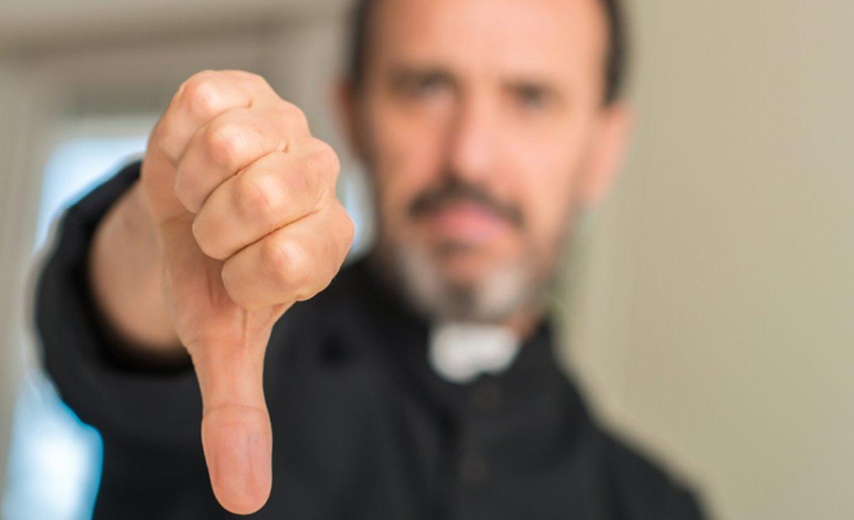 """Ksiądz narzuca wiernym, ile powinni mieć dzieci: """"Przynajmniej troje"""". Internauci oburzeni!"""
