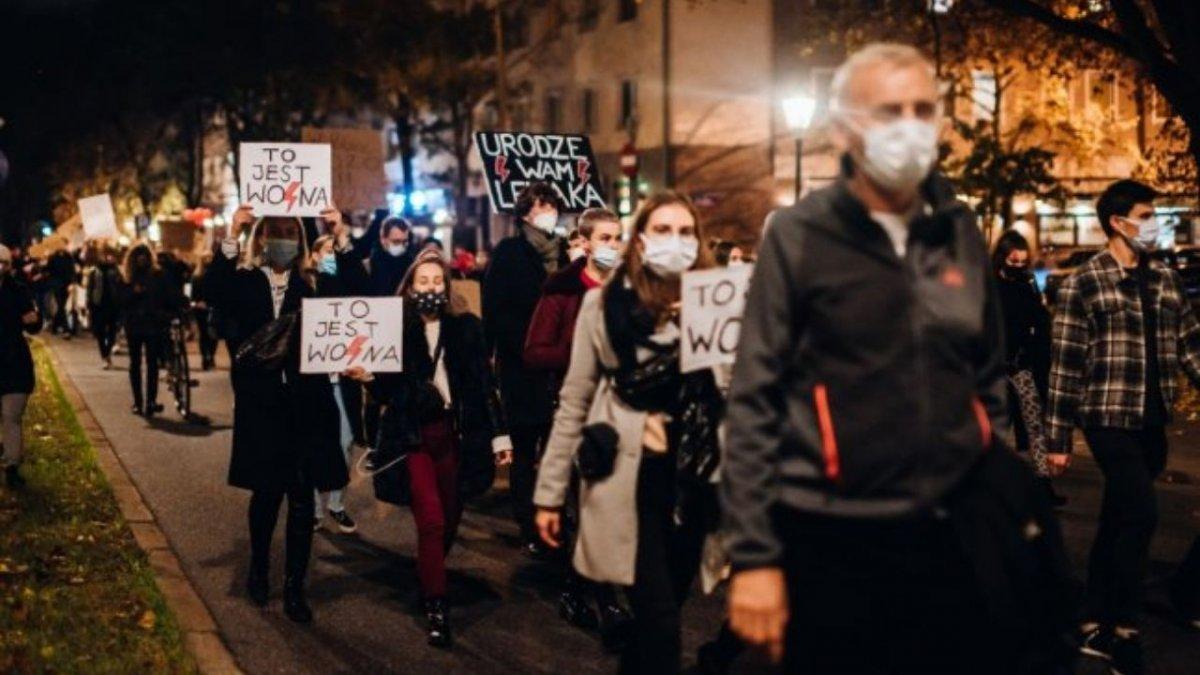 Szwedki wspierają polski strajk. Podpisują petycję, by aborcja w Szwecji była dla Polek darmowa