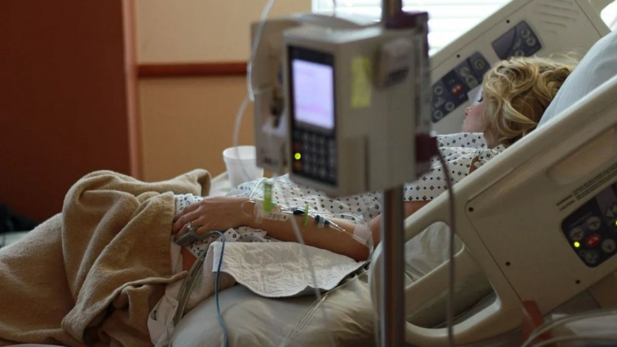 Pożar na oddziale covidowym. Pacjent pod tlenem zapalił sobie papierosa, bo naszła go ochota