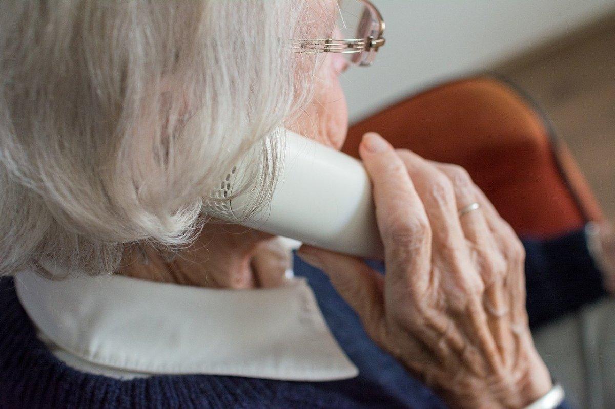 POMAGAMY: Jeśli znasz samotnie mieszkających seniorów przekaż im ten numer