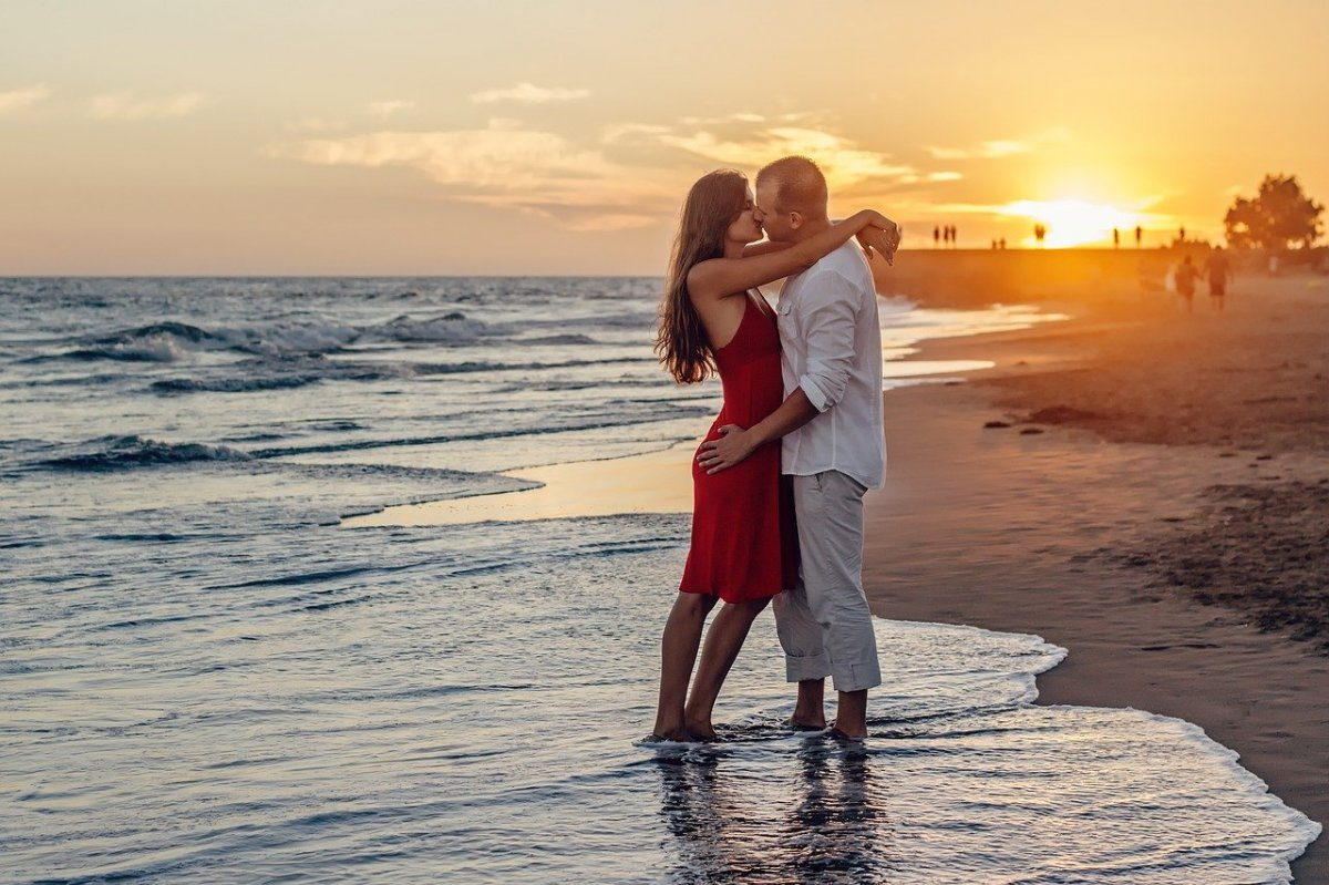 RADZIMY: Czy można zarazić się rzeżączką w trakcie całowania? Zdziwisz się
