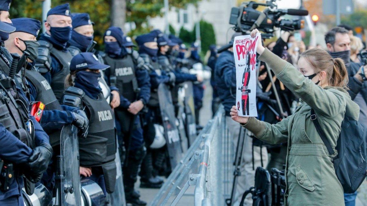 Protesty miały być rozpędzone siłą? Rozwiązaniu sprzeciwił się szef policji - ma stracić pracę