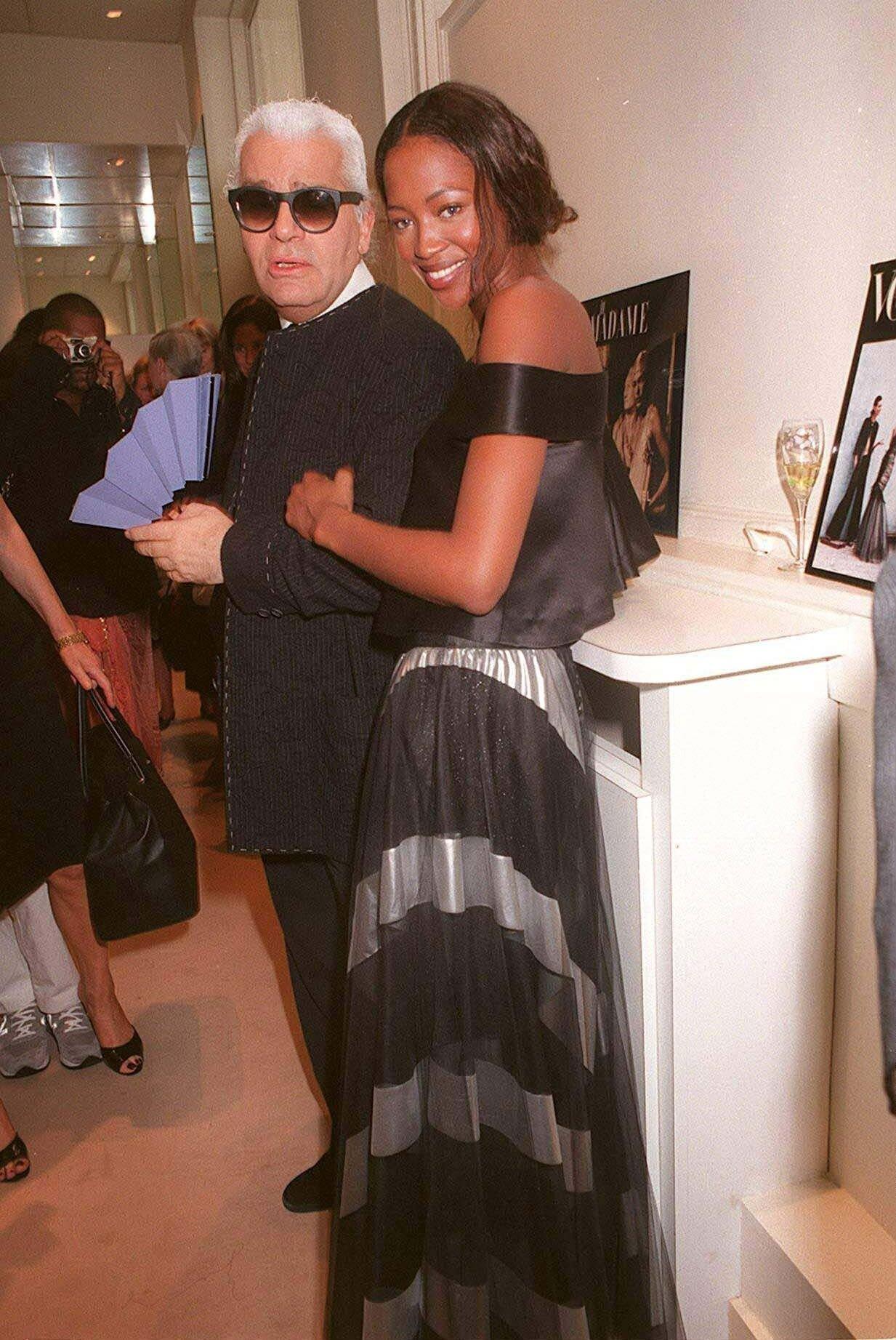 Naomi Campbell i Karl Lagerfels 1998