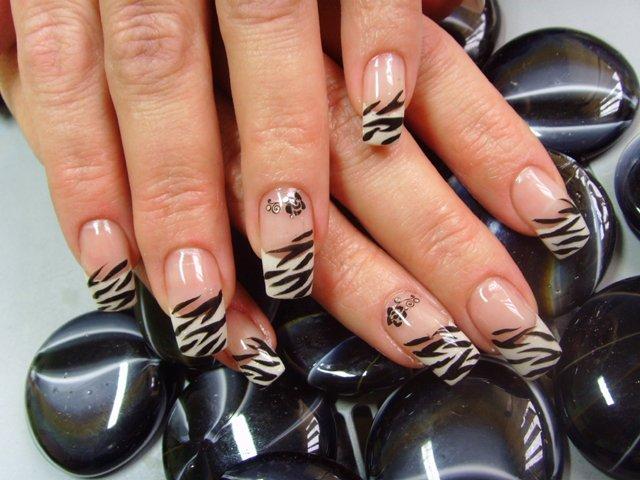 manicure zebra