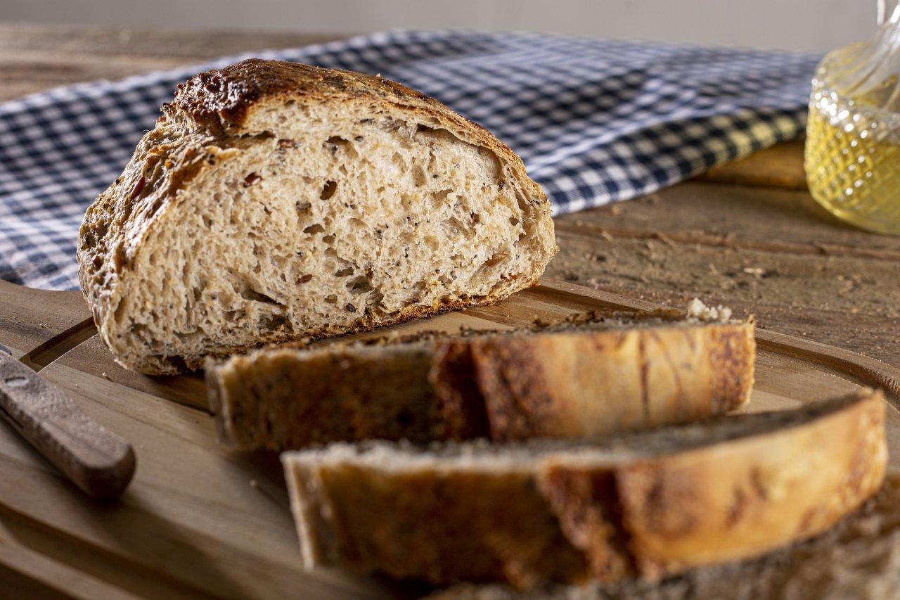Pokrojony bochenek chleba
