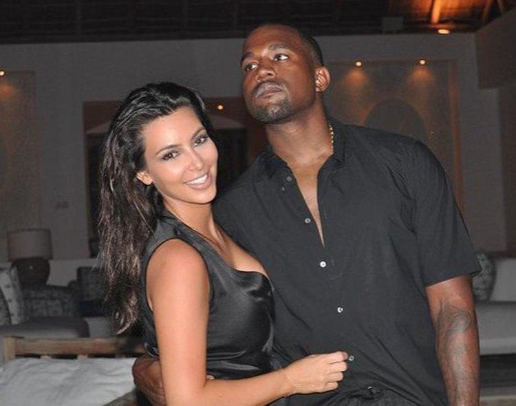 Kim Kardashian w czarnej kreacji przytula się do Kanye West w czarnej koszuli