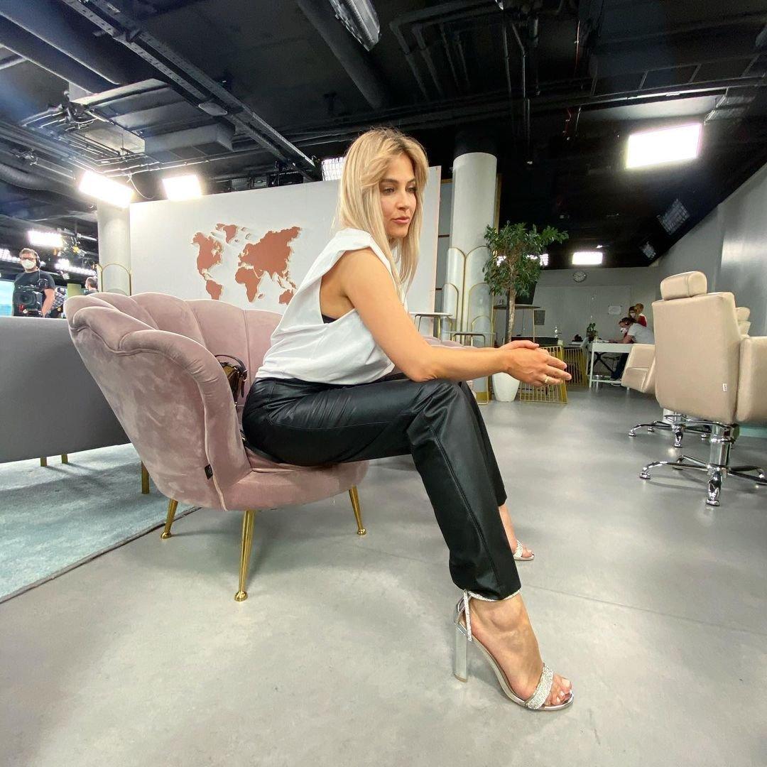 Rozalia Mancewicz w białym t-shircie
