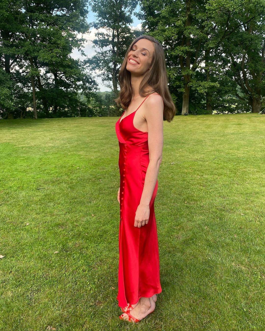 Julia Kamińska w czerwonej sukience