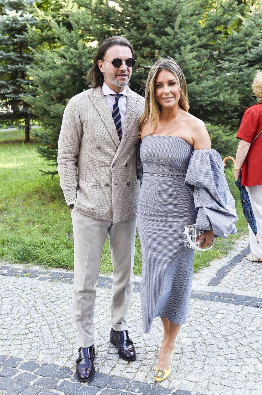 Małgorzata Rozenek w szarej sukience