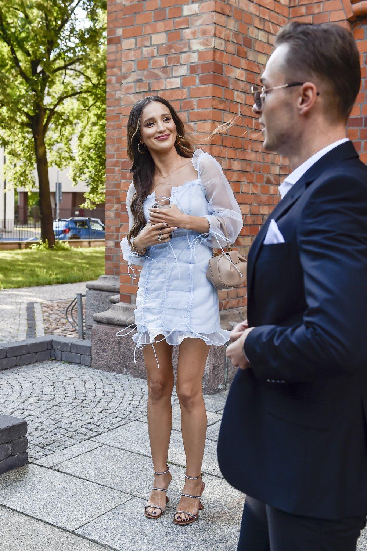 Marina Łuczenko-Szczęsna w błękitnej sukience na ślubie
