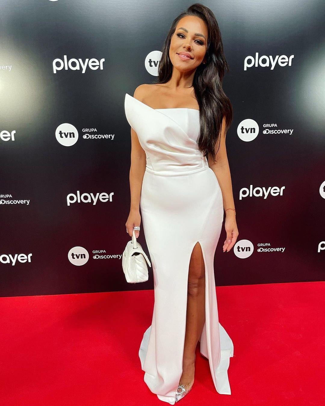 Sylwia Bomba w białej sukni